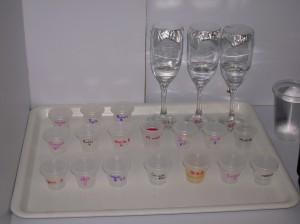 Mezcales y estándares de aromas y sabores para evaluación sensorial.